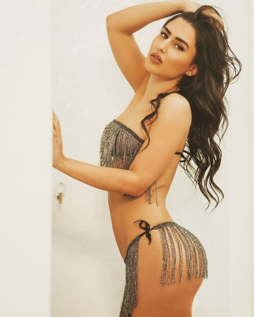 عکس های سکسی از اندام ملیکا رضوی پوکرباز مشهور