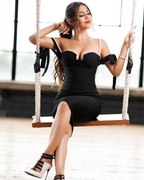 عکس های داغ هلیا جلیل نژاد رقاص اینستاگرامی